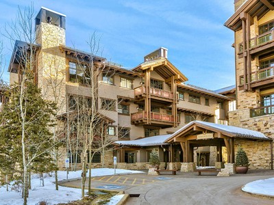 Condominio for sales at Three bedroom Arrowleaf with exceptional views and direct ski access 8880 Empire Club Dr #416  Park City, Utah 84060 Estados Unidos