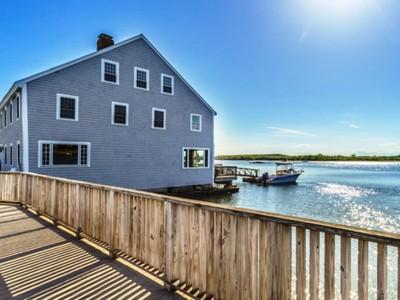 Casa para uma família for sales at Riverfront Colonial 672 Washington Street Gloucester, Massachusetts 01930 Estados Unidos
