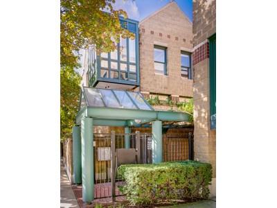 タウンハウス for sales at Stunning Three Bedroom Townhome 1606 N Mohawk Street Unit B  Chicago, イリノイ 60614 アメリカ合衆国