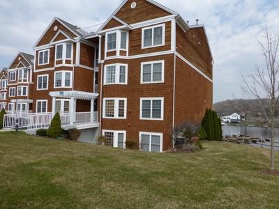 Condomínio for sales at Crystal Bay Waterfront Condo 10 Hayestown Road Danbury, Connecticut 06811 Estados Unidos