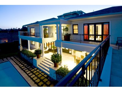 Moradia for sales at SUPERB, STYLISH & SPECTACULAR HOME WITH BREATHTAKING VIEWS.  Johannesburg, Gauteng 2191 África Do Sul