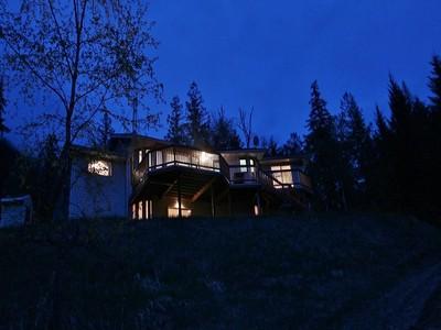 Maison unifamiliale for sales at Lakefront Hideaway! 4846 HWY 6 Burton, Colombie-Britannique V0G1E0 Canada