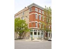 콘도미니엄 for sales at Impressive Duplex Condo in Great Location! 1528 N Paulina Street Unit 1   Chicago, 일리노이즈 60622 미국