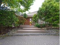 Einfamilienhaus for sales at Stunning, Luxurious Contemporary Retreat 11 Tiffany Court   Cedar Grove, New Jersey 07009 Vereinigte Staaten