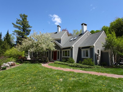 Maison unifamiliale for sales at Luxury Home 193 Maple Lane New London, New Hampshire 03257 États-Unis