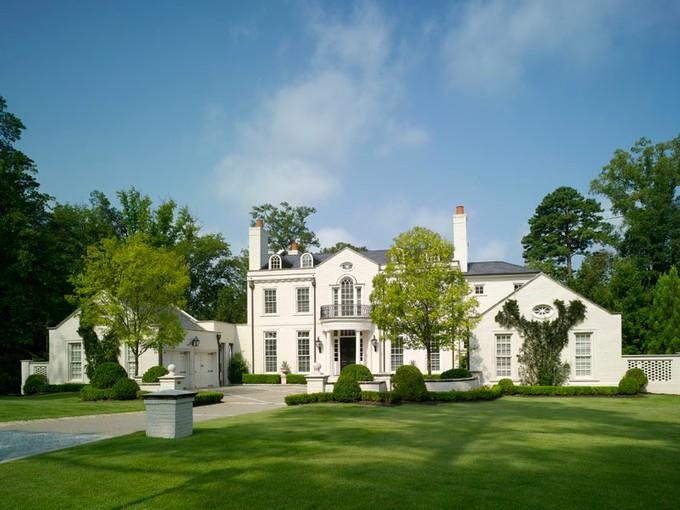 Einfamilienhaus for sales at Gated Estate Home, Buckhead 3220 West Paces Park Drive Atlanta, Georgia 30327 Vereinigte Staaten