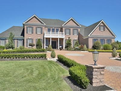 Частный односемейный дом for sales at Timeless Elegance 3 Ethan Dr  Farmingdale, Нью-Джерси 07727 Соединенные Штаты