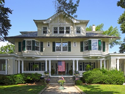 Einfamilienhaus for sales at Historic Manor Jewel 14 Pryer Lane Larchmont, New York 10538 United States