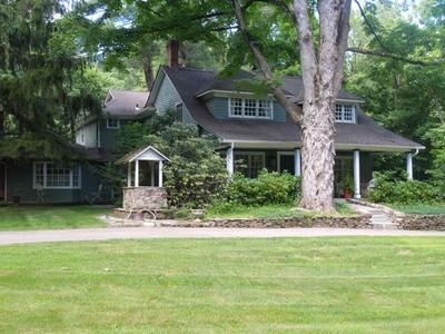 단독 가정 주택 for sales at Estate Circa 1740 1 Pine Tree Drive Saddle River, 뉴저지 07458 미국