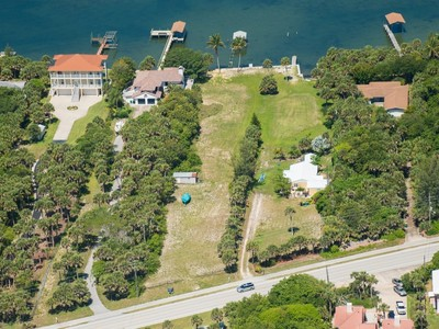 Terrain for sales at Riverfront Residential Homesite 8130 S Highway A1A Melbourne Beach, Florida 32951 États-Unis