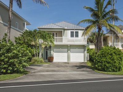 Maison unifamiliale for sales at Charming Ocean to River Home 12890 Highway A1A Vero Beach, Florida 32963 États-Unis
