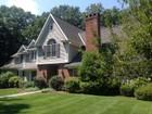 Moradia for  sales at A Home for Relaxing and Entertaining 20 Scofield Farms   Darien, Connecticut 06820 Estados Unidos
