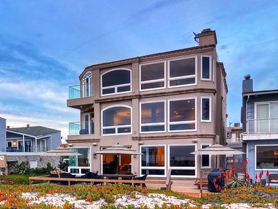 Maison unifamiliale for sales at 17071 Pacific Avenue  Sunset Beach, Californie 90742 États-Unis