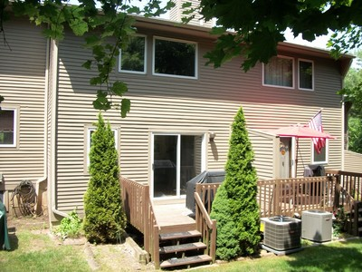 Moradia for sales at Lakeview Condominiums 13 Lakeview Drive Branford, Connecticut 06405 Estados Unidos