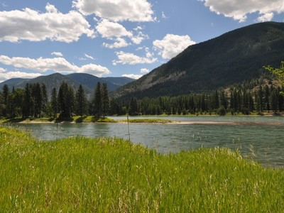 Land for sales at Clark Fork River Frontage Nhn Mt Highway 200 Thompson Falls, Montana 59873 Vereinigte Staaten