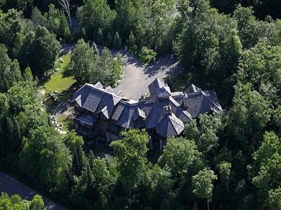 Nhà ở một gia đình for sales at Mont-Tremblant 117 Ch. du Belvédère Mont-Tremblant, Quebec J8E1T7 Canada