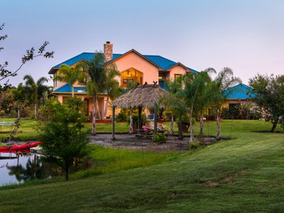 Casa Unifamiliar for sales at Custom Built Home on 4.62 acres 5730 23rd Street SW Vero Beach, Florida 32968 Estados Unidos