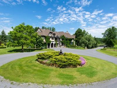 Maison unifamiliale for sales at Equestrian Estate 155 Ch. St-Henri Sainte-Marthe, Québec J0P1W0 Canada