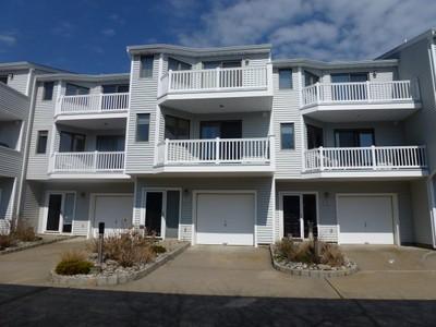 Condomínio for sales at 8 Navesink Court   Long Branch, Nova Jersey 07740 Estados Unidos