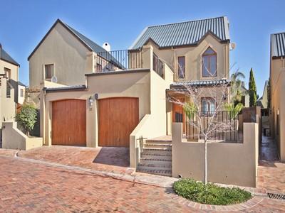 獨棟家庭住宅 for sales at Exceptional home on Devonvale Golf and Wine Estate  Stellenbosch, 西開普省 7600 南非