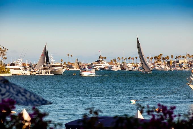 Moradia for sales at 2772 Bayshore Drive  Newport Beach, Califórnia 92663 Estados Unidos