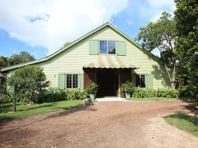 Ferme / Ranch / Plantation for sales at Moon Stone Stables Lyford Cay, New Providence/Nassau Bahamas