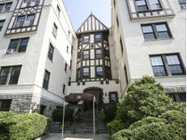 Einfamilienhaus for sales at Beautifully Renovated 26 Pondfield West Road #2B   Bronxville, New York 10708 Vereinigte Staaten