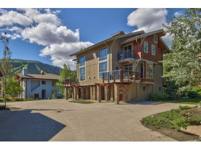 Casa Unifamiliar Adosada for sales at Trapper's Landing 10 6015 Valley Drive Sun Peaks, British Columbia V0E5N0 Canadá