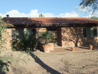 Vivienda unifamiliar for sales at Fully Furnished Territorial Home 4 Libres Court Tubac, Arizona 85646 Estados Unidos