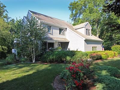 Casa para uma família for sales at Peace & Serenity 12 Ridge Farms Road Norwalk, Connecticut 06850 Estados Unidos