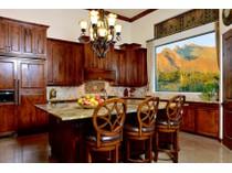 Vivienda unifamiliar for sales at Absolutely Stunning Custom Mediterranean On 1.29 Acres With Mountain Views 565 E Suffolk Drive   Oro Valley, Arizona 85704 Estados Unidos