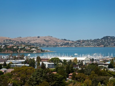 Piso for sales at Tastefully Remodeled Sausalito Townhome Featuring Stunning Bay Views 22 Arana Circle Sausalito, California 94965 Estados Unidos