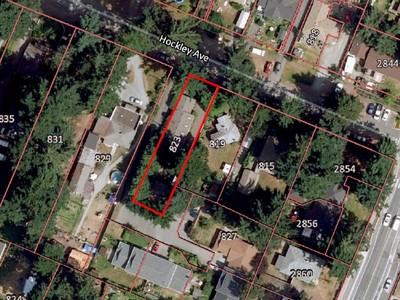 獨棟家庭住宅 for sales at Quiet Centrally Located Home 823 Hockley Avenue Victoria, British Columbia V9A2V8 Canada
