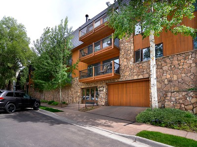 Kat Mülkiyeti for sales at Ski-In Condo in the Heart of Downtown 205 E. Dean Street 1D Aspen, Colorado 81611 Amerika Birleşik Devletleri