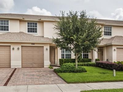 Maison de ville for sales at Townhome in Verona Trace 9986 E Villa Circle Vero Beach, Florida 32966 États-Unis