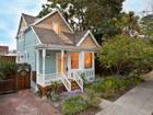 Casa Unifamiliar for  sales at Unique Elmwood Treasure 2411 Oregon Street Berkeley, California 94705 Estados Unidos