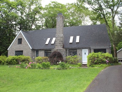 Maison unifamiliale for sales at Cotswold-style Contemporary 4 Old Oscaleta Road Ridgefield, Connecticut 06877 United States