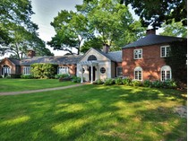 Villa for sales at Spectacular Waterfront Estate 320 Watrous Point Road   Old Saybrook, Connecticut 06475 Stati Uniti