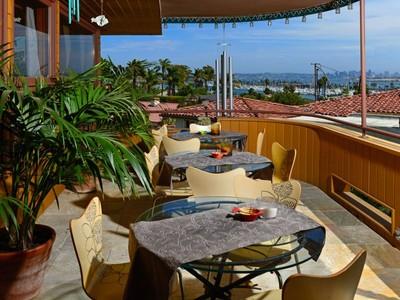 獨棟家庭住宅 for sales at La Playa Executive View Home 415 San Fernando San Diego, 加利福尼亞州 92106 美國