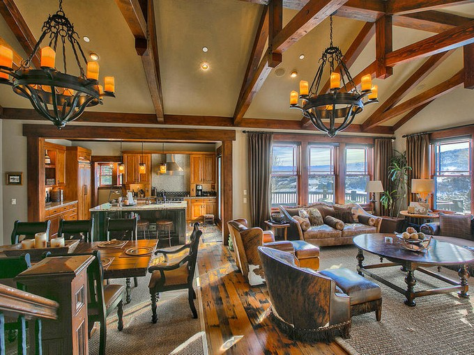 Casa Unifamiliar for sales at GORGEOUS ONE OF A KIND CHRISTOPHER HOMES MODEL HOME 2892 E Snowberry Way Heber City, Utah 84032 Estados Unidos