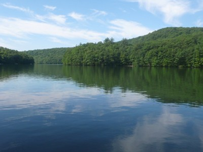 Land for sales at Epic Lakefront on Lake Lillinonah 215 West Gilbert Road  Southbury, Connecticut 06488 Vereinigte Staaten