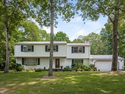 Maison unifamiliale for sales at Great Opportunity 95 Bartlett Drive Madison, Connecticut 06443 États-Unis