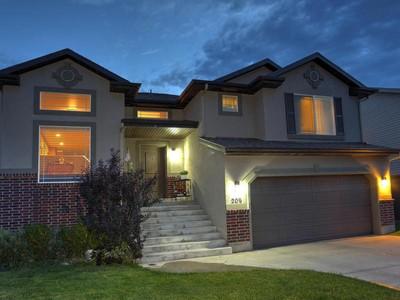 Maison unifamiliale for sales at Huge home in perfect location 209 Buckingham Dr North Salt Lake, Utah 84054 États-Unis