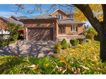 Maison unifamiliale for sales at Sophisticated Family Home 2041 Madden Blvd.   Oakville, Ontario L6H3N9 Canada