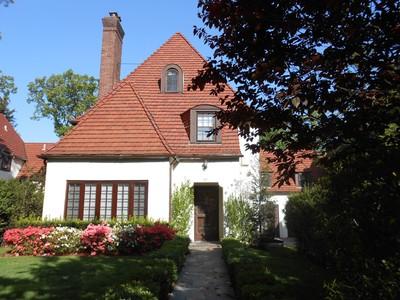 """獨棟家庭住宅 for sales at """"REFRESHINGLY LUMINOUS & CONTEMPORARY"""" 65 Continental Avenue , Forest Hills Gardens  Forest Hills, 紐約州 11375 美國"""