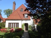 "Vivienda unifamiliar for sales at ""REFRESHINGLY LUMINOUS & CONTEMPORARY""  Forest Hills,  11375 Estados Unidos"