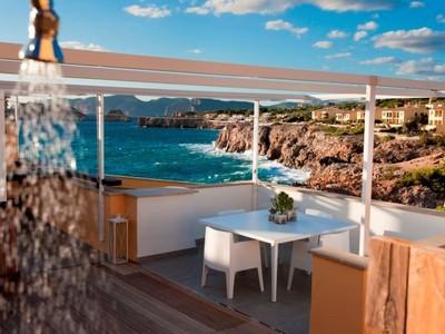Apartment for sales at Penthouse with sea views in Santa Ponsa  Santa Ponsa, Mallorca 07181 Spain
