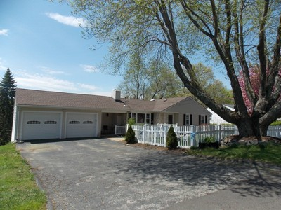 Nhà ở một gia đình for sales at Centrally Located 14 Mabel Avenue Danbury, Connecticut 06811 Hoa Kỳ