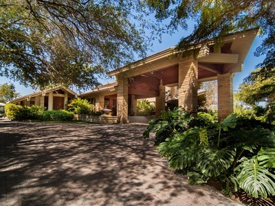 Casa Unifamiliar for sales at 601 LEUCADENDRA DR  Coral Gables, Florida 33156 Estados Unidos