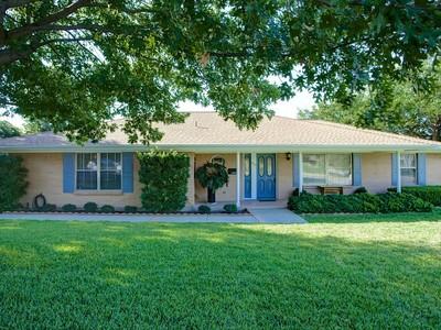Maison unifamiliale for sales at 6609 Dakar Road W   Fort Worth, Texas 76116 États-Unis